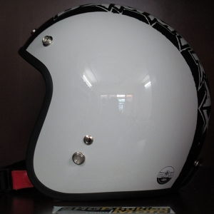 Mũ bảo hiểm 3/4 Dammtrax (trắng bóng sọc Dammtrax)